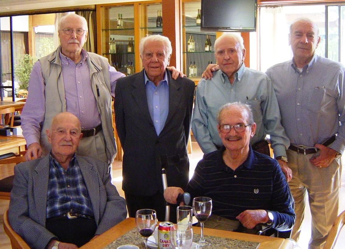 Alfredo Beytia (en silla de ruedas) comparte con el Coronel (R) Danton Montalva y los asociados Julio Matthei, Jorge Pérez, Alejandro Vidal y Abraham Acevedo.