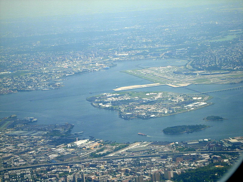 Rikers Island, destino final del vuelo NE 823, frente al aeropuerto de La Guardia